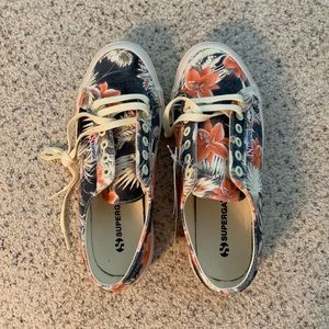 Shoes - Tennis shoes brand new never worn